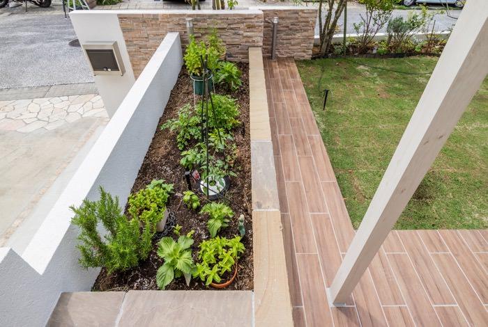 お庭中に植栽スペースを造作