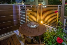 お庭のコーナーのライトが優しく灯る-サムネイル