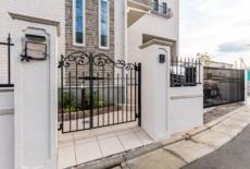 門扉やフェンスはロートアイアンで統一-サムネイル