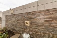 お庭の主役は擬石貼りのデザインウォール-サムネイル