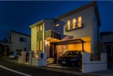 仄かな門灯が前庭を優しくライトアップ-サムネイル