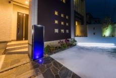 スタイリッシュな機能門柱を照らすライト-サムネイル