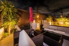 穏やかな光りに包まれるリゾートガーデン-サムネイル