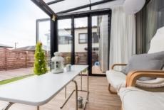 ウッドデッキとガーデンルームで安らげるお庭に変身-サムネイル