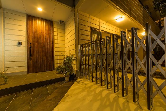 ご自宅に出入りされるご家族の利便性はもちろん、夜も明るいことで防犯性も高められます。